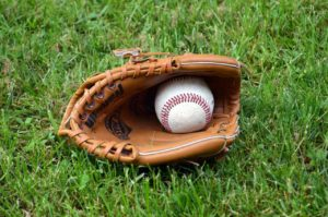 what to look for in a baseball glove